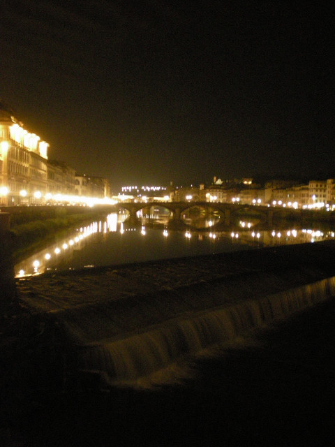 違う橋から見たフィレンツェ・・・・_c0179785_4122336.jpg