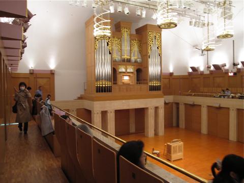 カザルスホール―ホール内観写真を大きめ5点_d0138618_9512868.jpg