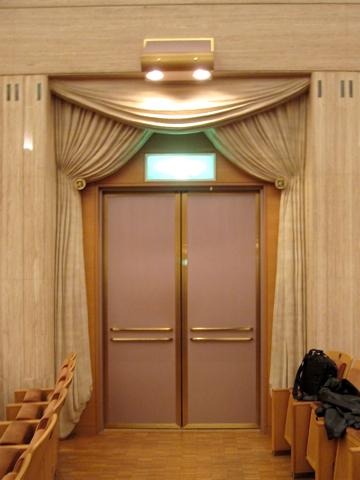 カザルスホール―ホール内観写真を大きめ5点_d0138618_952127.jpg