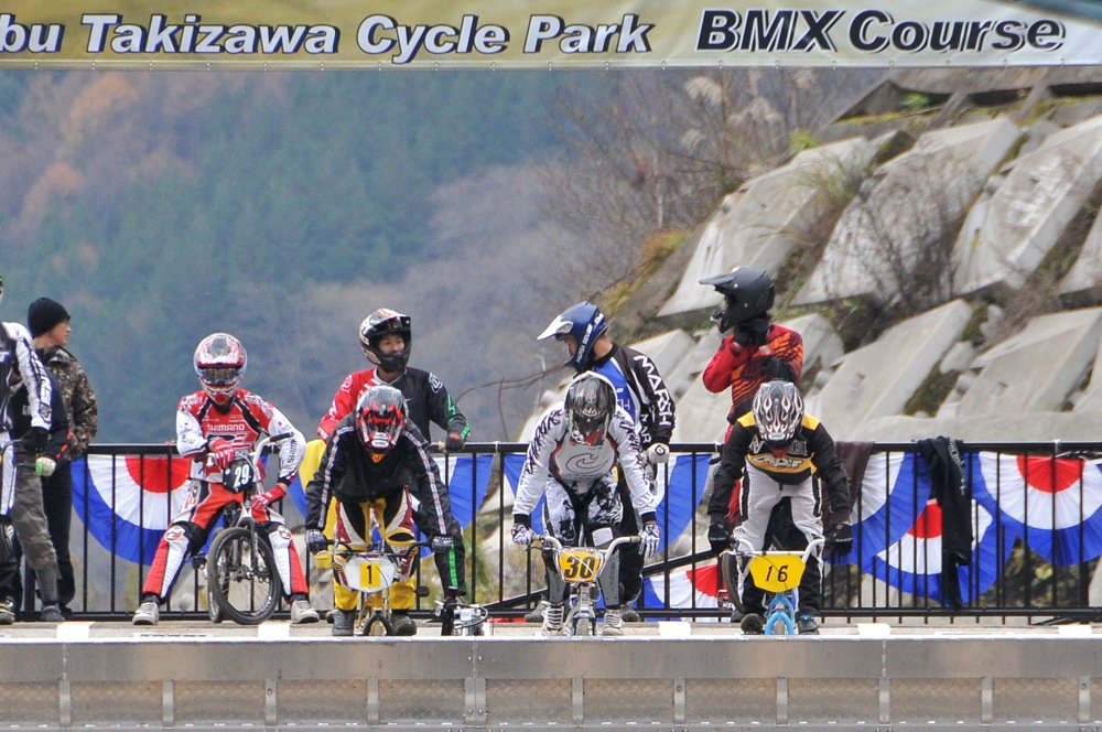 2009JBMXFスーパーシリーズ最終戦/秩父市長杯VOL9:ボーイズ13-14,15-16クラス決勝_b0065730_20315517.jpg