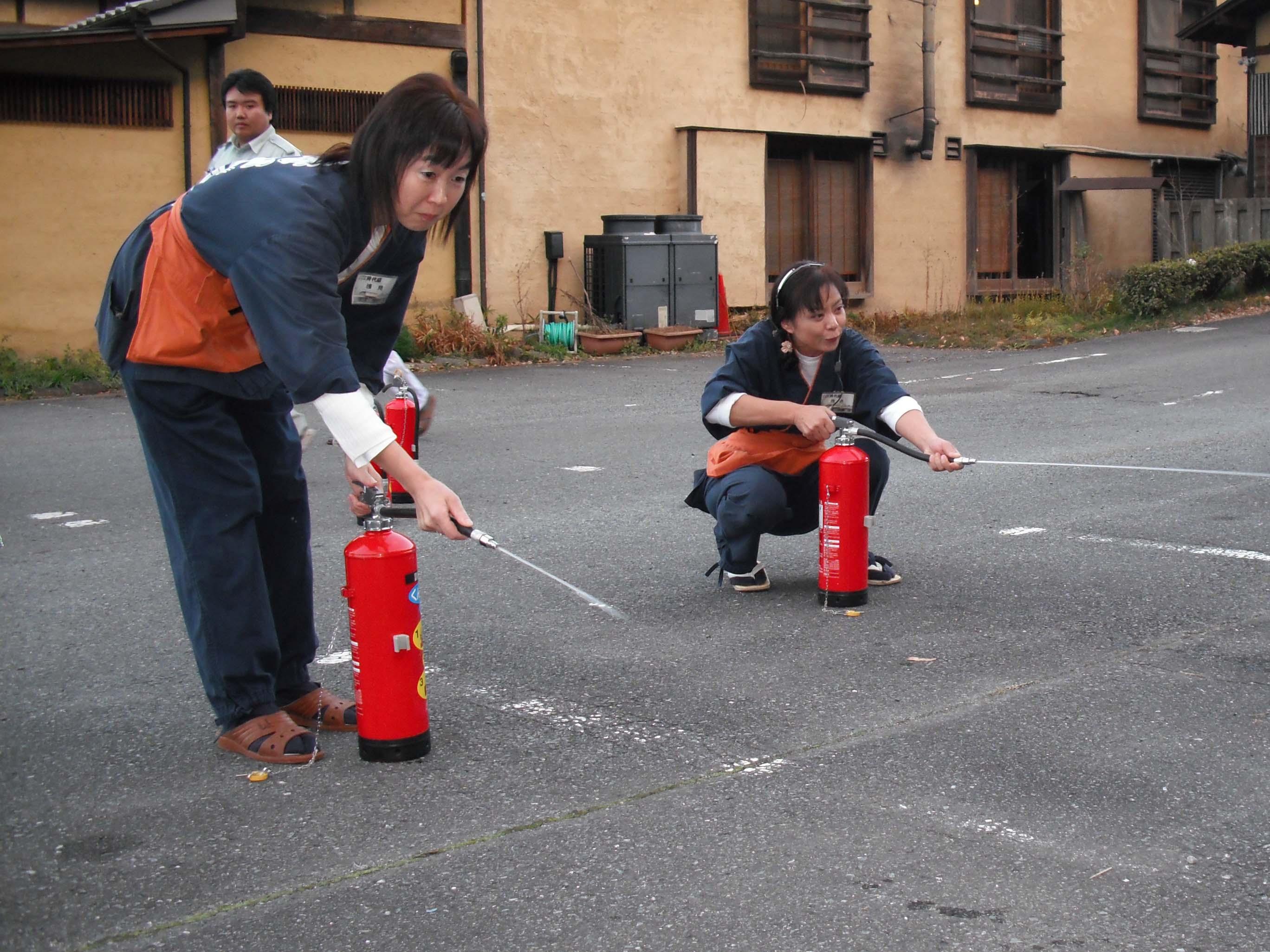 防火訓練実施_e0160569_2155729.jpg