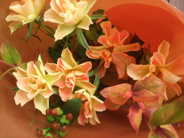 オークリーフ(紅葉ヒペリカムの花束)_f0049672_14572397.jpg