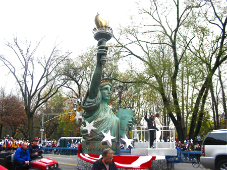 VIP席からMacy\'s Thanksgiving Day Parade☆_a0110515_6155528.jpg