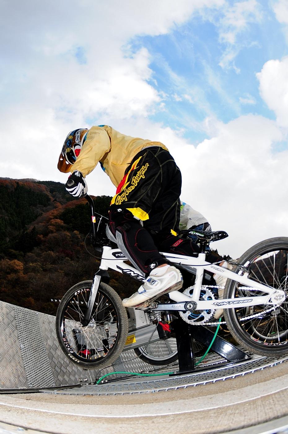 スタートマニア2009:秩父滝沢サイクルパークBMXトラック_b0065730_16302288.jpg