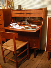 Writing desk (DENMARK)_c0139773_1841456.jpg