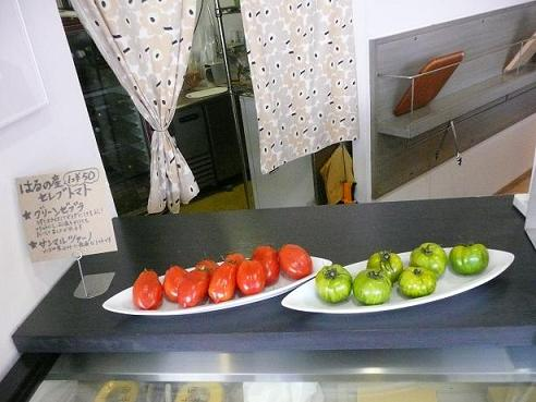 パン屋さんで見つけた可愛いトマト(2009年11月28日)_a0139239_22215067.jpg