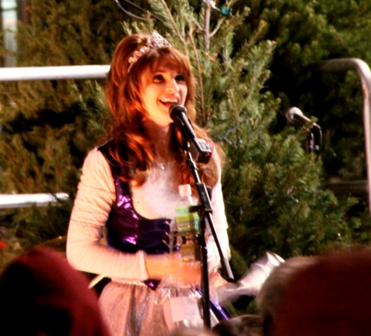 サウス・ストリート・シーポートの歌うクリスマス・ツリー点灯式 _b0007805_9585412.jpg