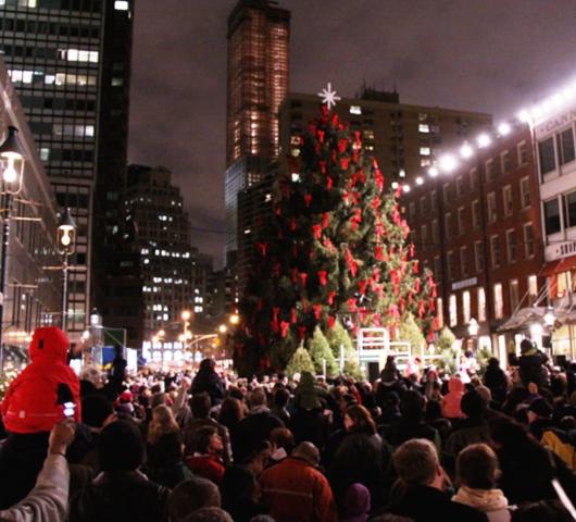 サウス・ストリート・シーポートの歌うクリスマス・ツリー点灯式 _b0007805_9593092.jpg