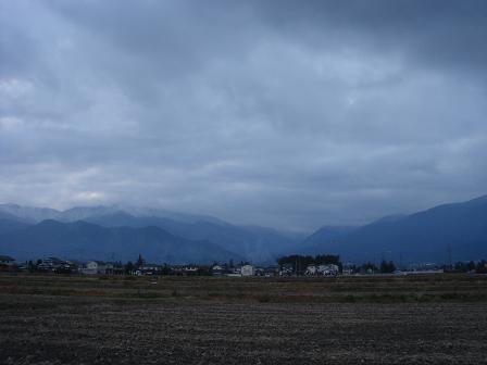 重たい雲の向こう側_a0014840_22455056.jpg