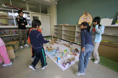 2009年11月11日(水)小さな大工さん_a0062127_18151725.jpg
