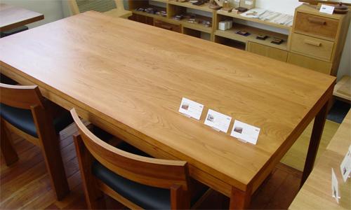 ブラックチェリーテーブルの経年変化_e0115686_15154627.jpg