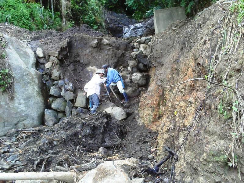 タジャン・カヤン村の水道システム工事アルバム_b0128901_11114011.jpg