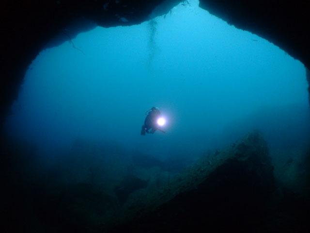 雲見・牛着岩「大牛の洞窟」_f0053895_1825450.jpg