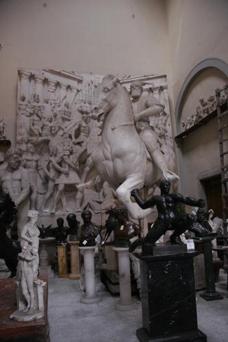 フィレンツェの伝統的な彫刻工房~ストゥーディオ・ロマネッリ_f0106597_18104842.jpg