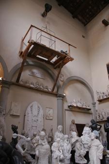 フィレンツェの伝統的な彫刻工房~ストゥーディオ・ロマネッリ_f0106597_1817643.jpg