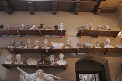 フィレンツェの伝統的な彫刻工房~ストゥーディオ・ロマネッリ_f0106597_18194055.jpg
