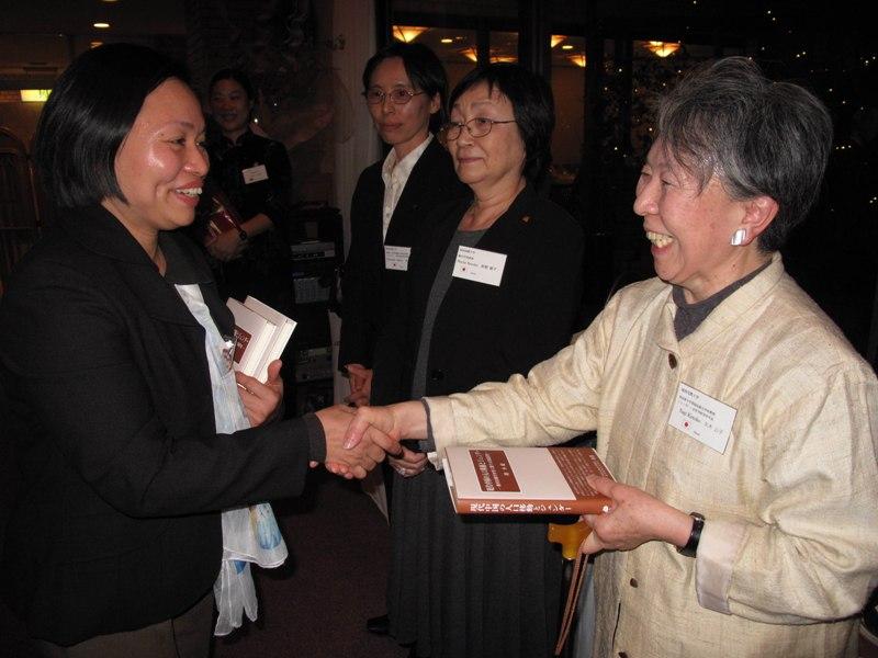 日中女性学会议在东京举行_d0027795_16432969.jpg