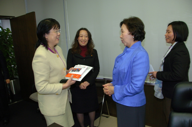 日中女性学会议在东京举行_d0027795_1643686.jpg