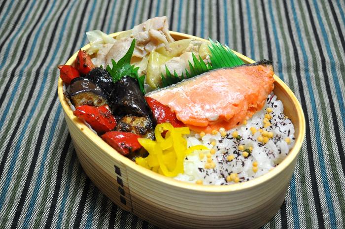 鮭と茄子の練り胡麻炒めのお弁当_b0171098_843948.jpg