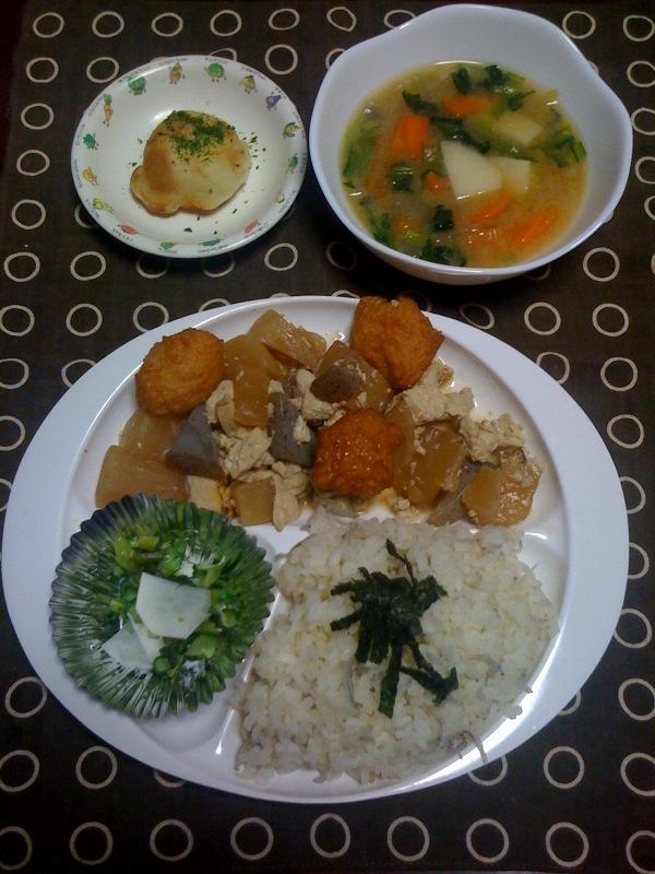 今日の給食とその3とガチャピン_b0188106_12204318.jpg