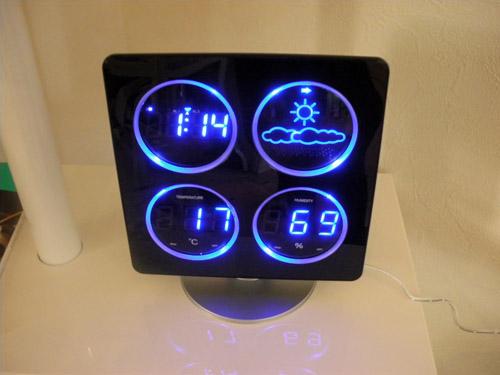 4つのLED表示で天気予報、時間、温度、湿度を一目でチェック!?  COOLなデザインにやられます。_b0125570_142236.jpg