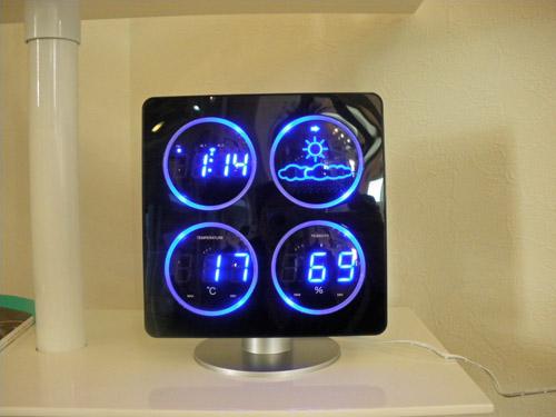 4つのLED表示で天気予報、時間、温度、湿度を一目でチェック!?  COOLなデザインにやられます。_b0125570_1422659.jpg