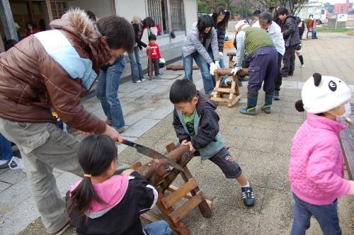 2009「丸太を切ってサンタを作ろう」 in せんなん里海公園_c0108460_22343461.jpg