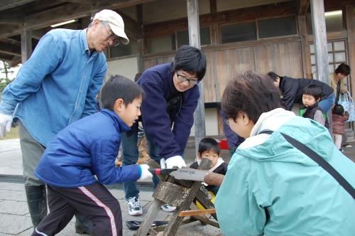 2009「丸太を切ってサンタを作ろう」 in せんなん里海公園_c0108460_2235278.jpg
