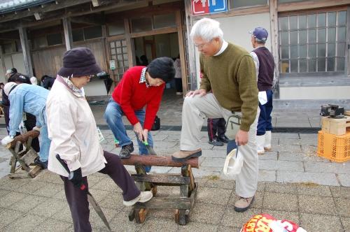 2009「丸太を切ってサンタを作ろう」 in せんなん里海公園_c0108460_22354578.jpg