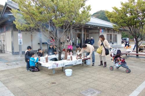 2009「丸太を切ってサンタを作ろう」 in せんなん里海公園_c0108460_22385312.jpg