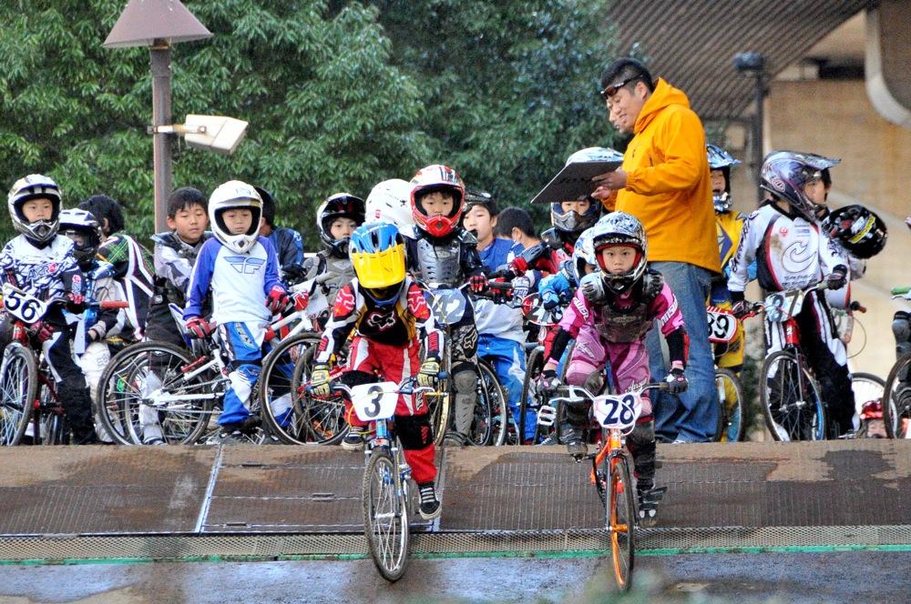 2009JOSF川口ゴリラ公園12月定期戦VOL5:ビギナー、パウダーパフクラス決勝_b0065730_223820100.jpg