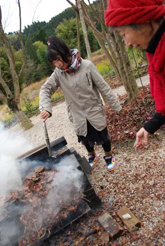 焚き火で焼き芋 & ライブ_f0163195_2513775.jpg