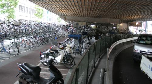国道陸橋下駐輪場の写真、ご自由にお使いください。_c0225121_22301872.jpg