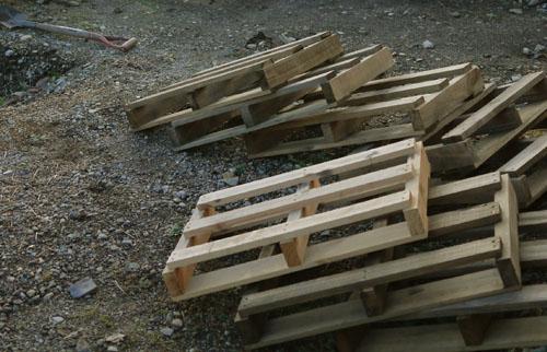 前は木材の防腐のためにバーナーで焙っていたが_e0172372_2143237.jpg