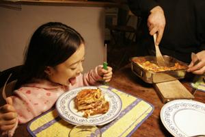 家族で食べる熱々ラザニア_f0106597_2312994.jpg