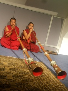 チベット僧の音楽&ダンス体験_e0030586_8365253.jpg