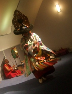 チベット僧の音楽&ダンス体験_e0030586_8373147.jpg