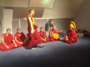 チベット僧の音楽&ダンス体験_e0030586_838082.jpg