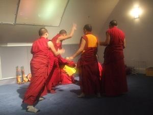 チベット僧の音楽&ダンス体験_e0030586_8381573.jpg