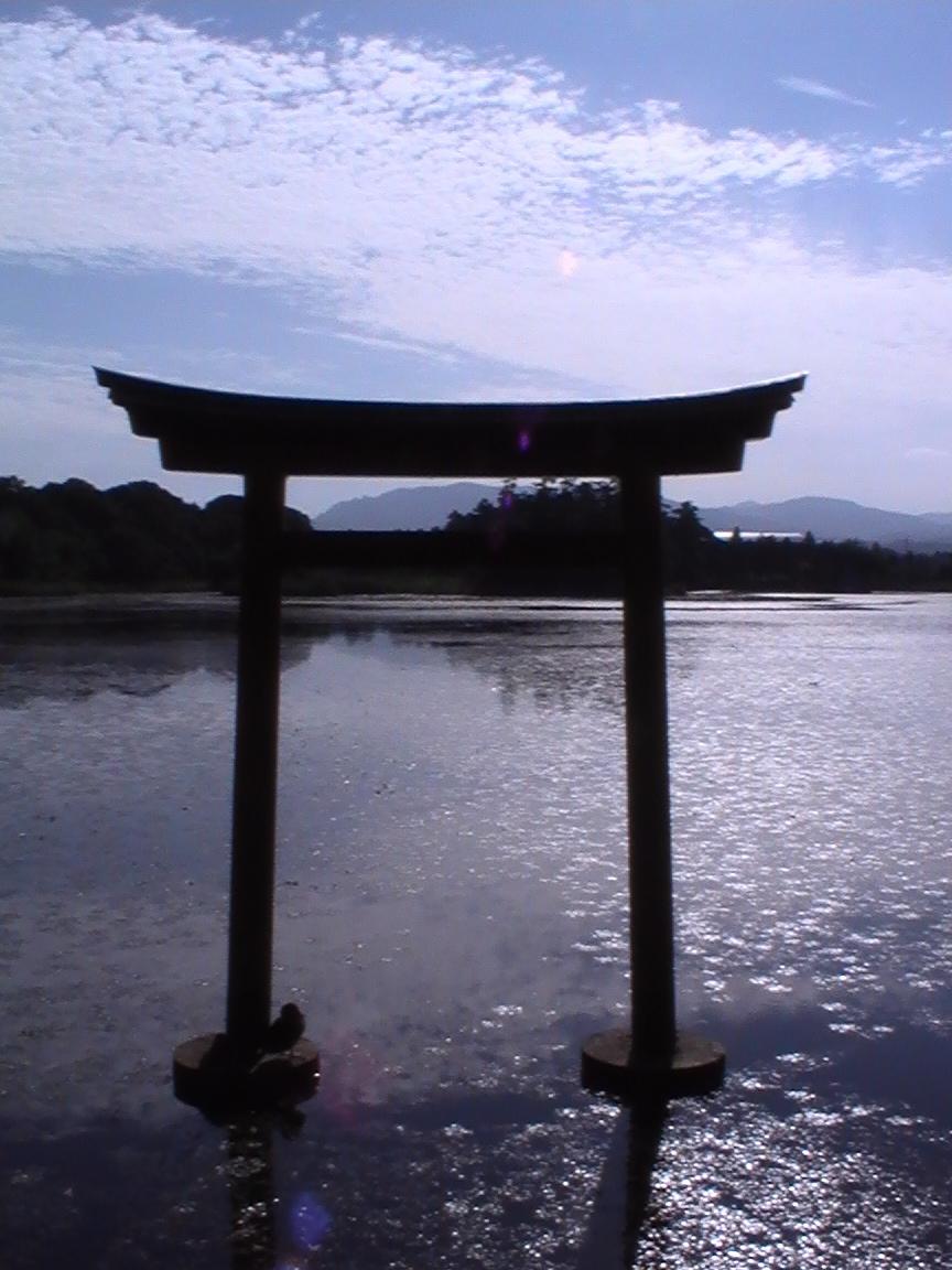 八幡巡礼 〜薦神社・三角池〜_e0074793_12135739.jpg