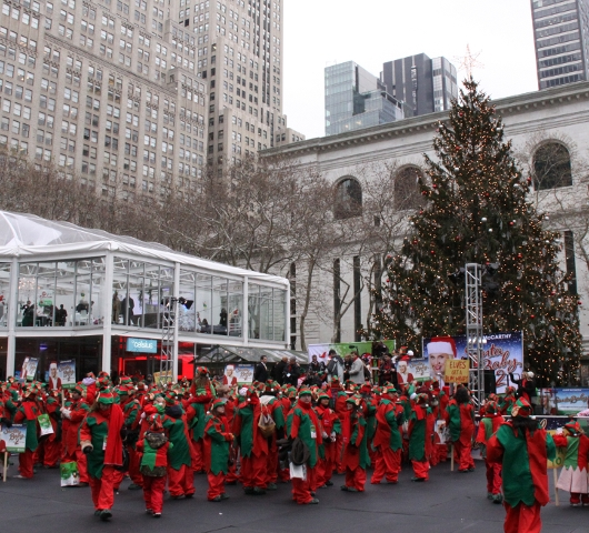 世界最大のエルフ・パーティ! World Record Elf Party in NYC_b0007805_2281985.jpg