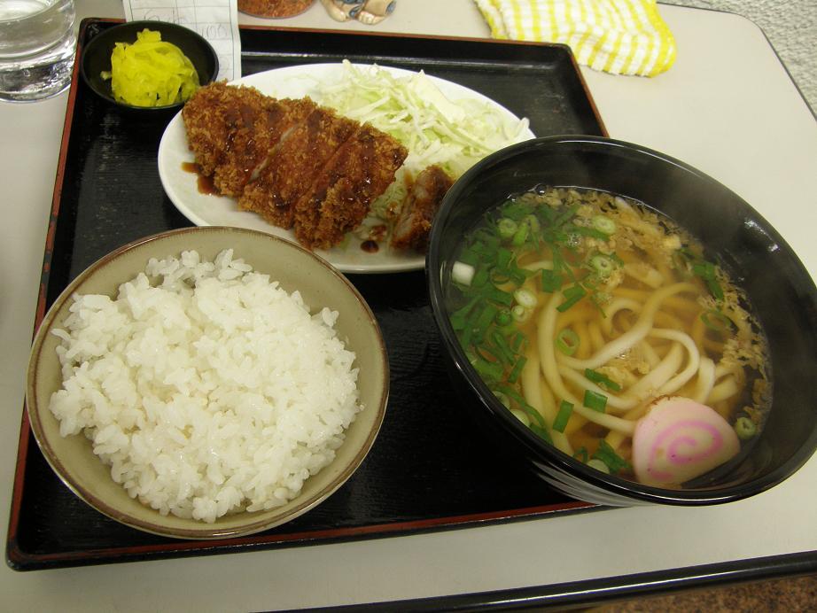 四国うどん     阪急淡路_c0118393_1971773.jpg