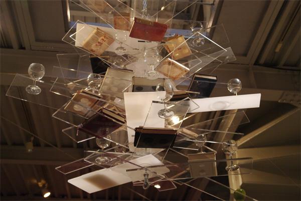 三田村光土里「シャンデリア」が展示されています。_c0164399_12285434.jpg