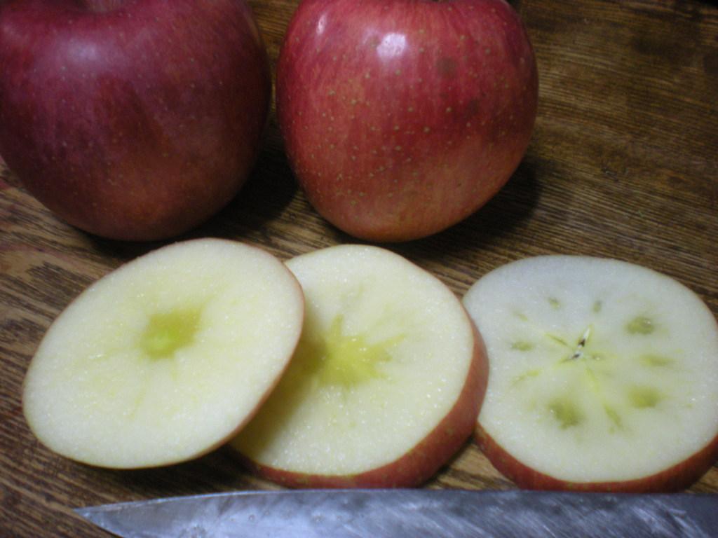 りんごの切り方~_a0125419_13573019.jpg