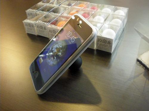 iPhone、iPodが立てられる!立ててよし、持ってよし、タップよし。タテもヨコも角度も自由自在!!_b0125570_13513531.jpg