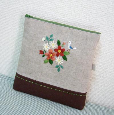 花刺繍ポーチ_a0138978_11393125.jpg