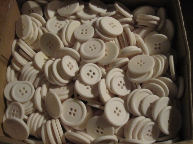 white buttons ( big&small)_c0200314_18254697.jpg