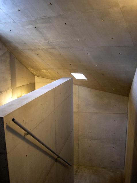 『Grotto』見学会。芦澤竜一さん設計テナントビル。_e0051760_16475296.jpg