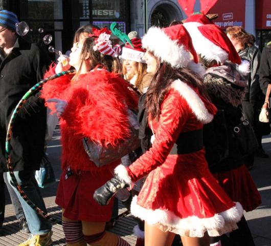 ニューヨークを大量のサンタさんで占拠! SantaCon 2009 (その2)_b0007805_1939506.jpg