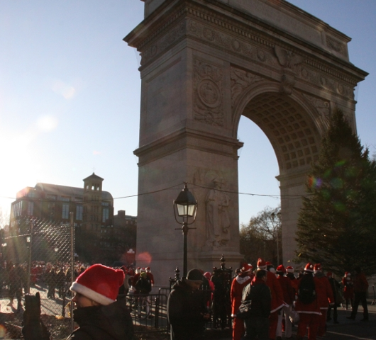 ニューヨークを大量のサンタさんで占拠! SantaCon 2009 (その2)_b0007805_19402979.jpg
